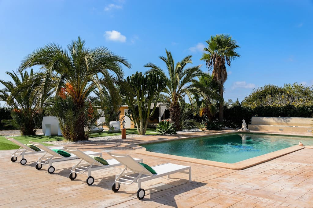 Amazing villa with private pool, sunbeds and chillout area