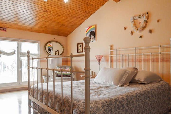 chambre avec salle de bain et wc maisons louer. Black Bedroom Furniture Sets. Home Design Ideas