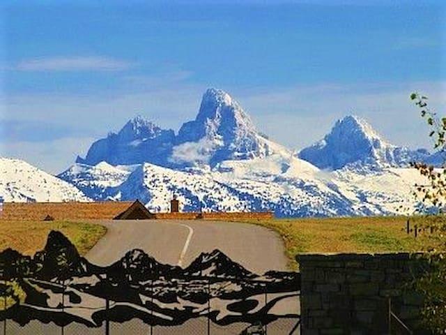 Affordable elegance with Teton Mountain views