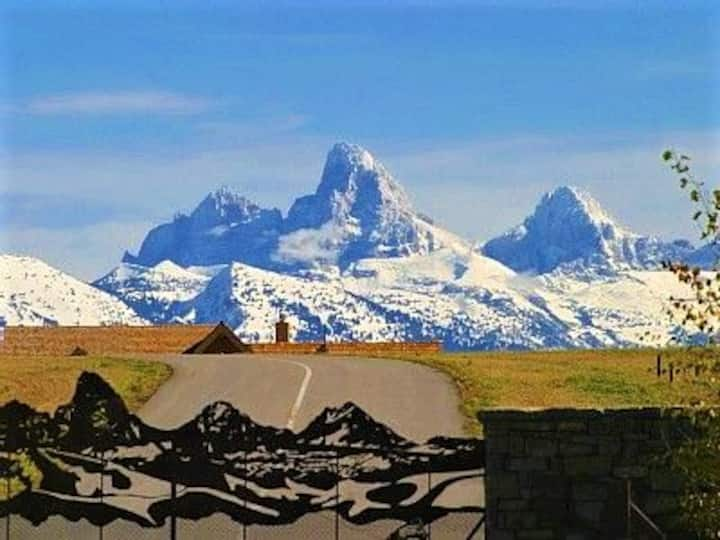 Affordable elegance with Teton Mountain views