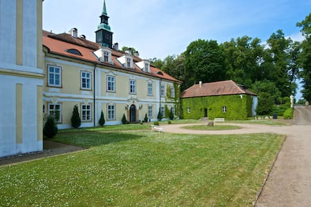 Apartment with Terrace, Tennis, Golf at the Castle - Lejlighed