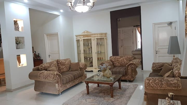 Cozy House, 4 bedrooms, near margonda, Depok.