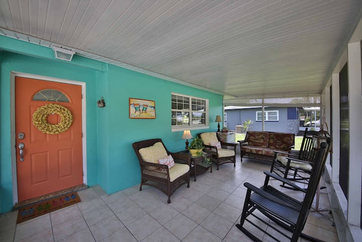 2/2 Only 7 miles from beach, great location