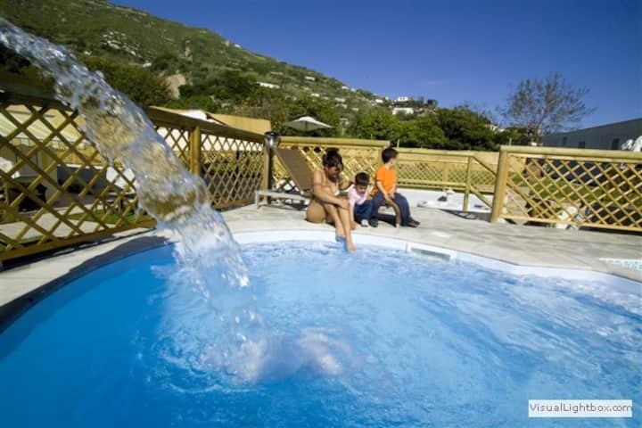 Camere Private in struttura con piscine e giardino