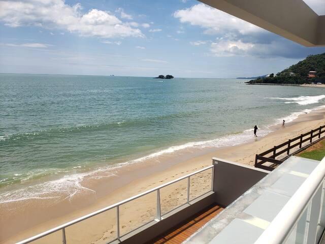 Casa de praia de Frente para o mar com Piscina