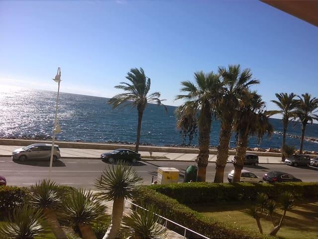 Apartamento en Almuñécar frente al mar. 1ª línea. - Almuñécar