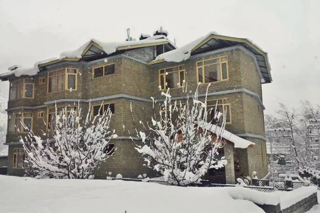 Exterior: Snow ❄