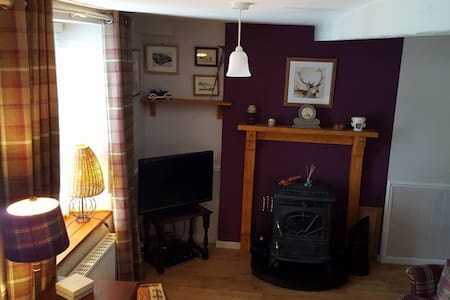 Clancy's Cottage - Carrigans - Cabin