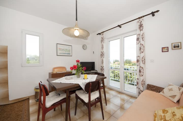 Apartments Fortuna - Comfort One Bedroom Apartment with Balcony (Yellow)