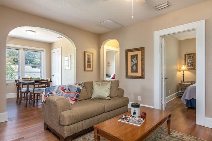 3 bd Carriage Home in St. Pete, 13 mins to Beach