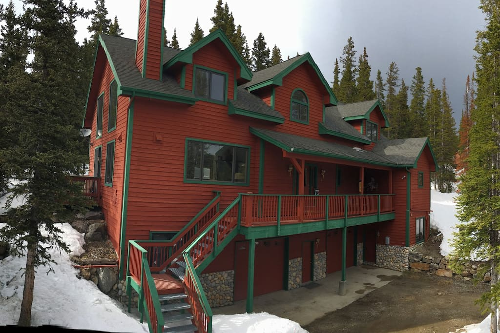 This is your mountain getaway! 3,850 SF, 4 Bedroom plus Sleeping Loft, 5.5 Bathrooms