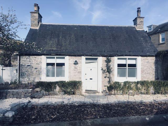 Galashiels Town Centre Cottage | Sleeps 2  (& Cot)
