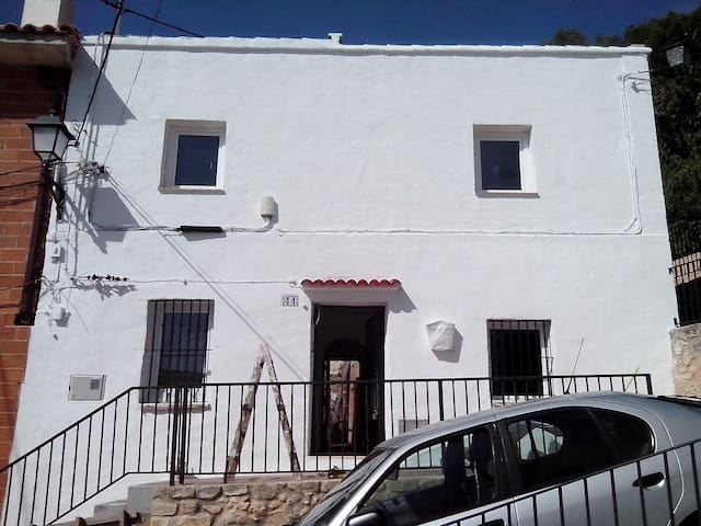(Apt 1) 1 Bedroom Self catering within a house