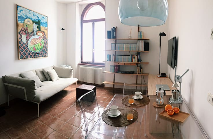 Cozy Central Apt in Historic Building - Trento - Apartamento