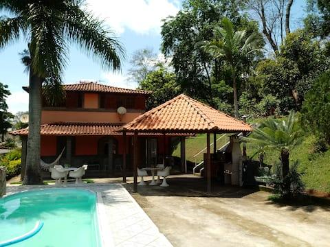 Belíssima casa de campo, 10 km centro de J. Fora.