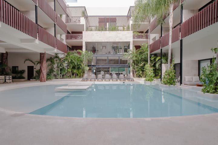 Deluxe 2 bedrooms-jacuzzi-pool-3 blocks from 5th