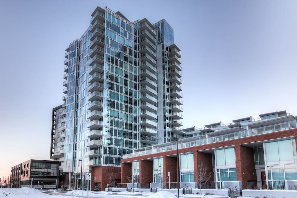 7th Floor with views of Bow River