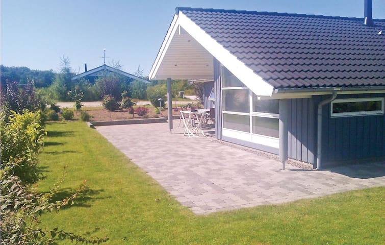 Holiday cottage with 4 bedrooms on 115 m² in Glesborg