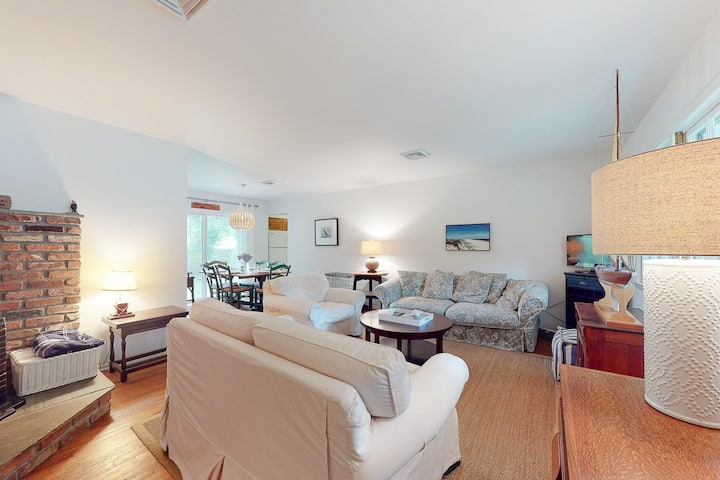 Dog-friendly beach house w/ a furnished patio, central A/C, & a Hamptons vibe