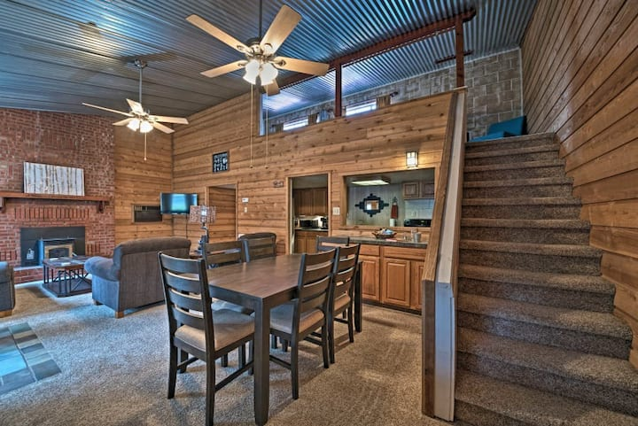Updated Midtown Cabin (0.3) miles from Sudderth!