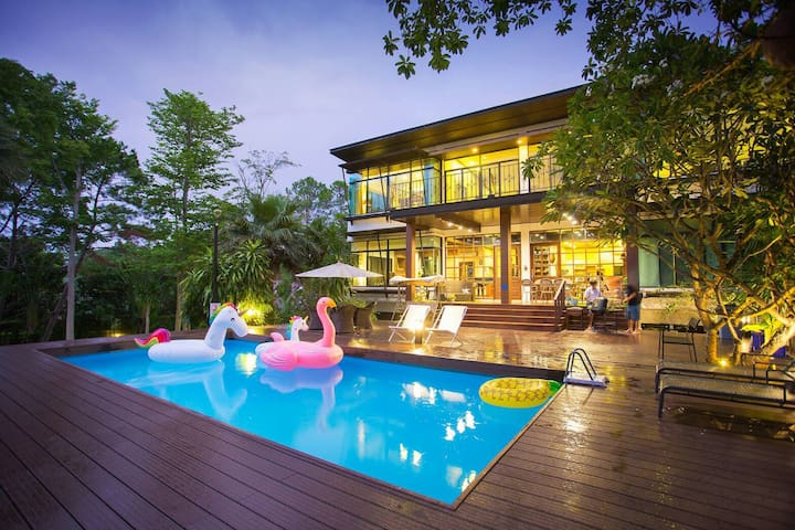 Khaoyai Valley pool villa 2