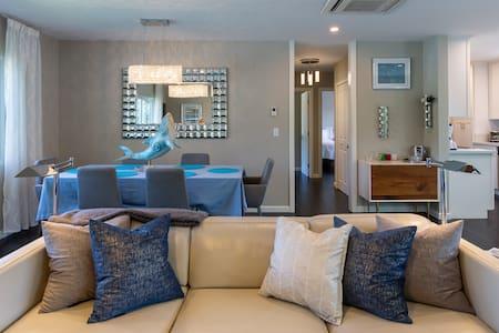 Contemporary Condominium Close to Crescent Bay Beach