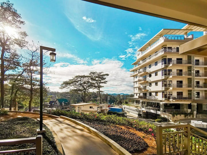 Modern country space in Baguio (free parking/wifi)