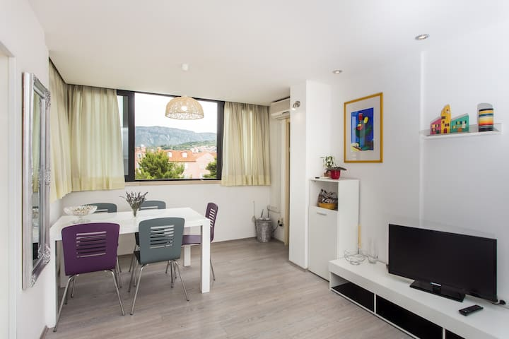 Square - One bedroom apartment with city view