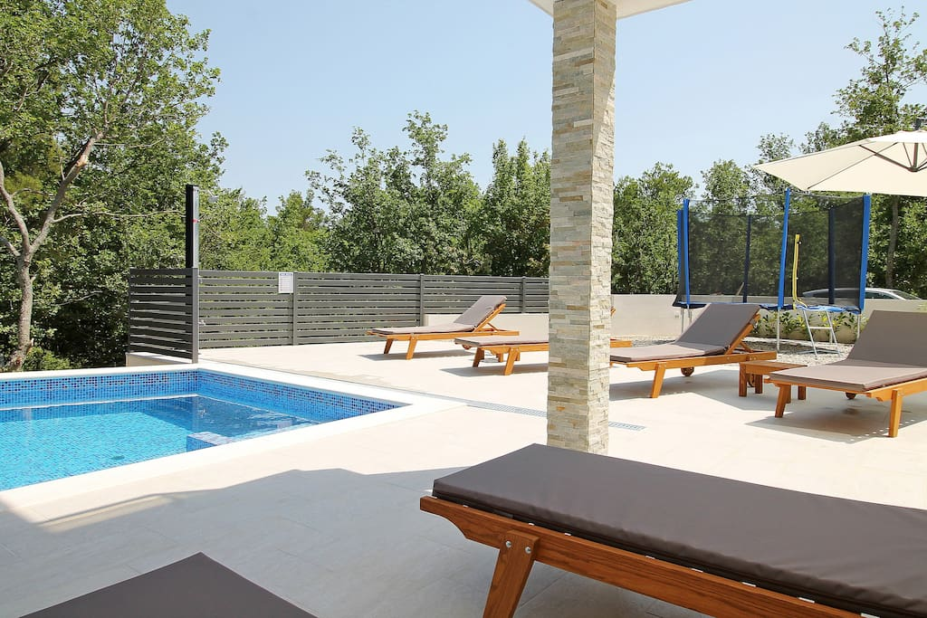Pool area with sun deck and 6 deck chairs