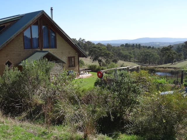House in the hills, (Room 2) - Smiths Gully - Earth House
