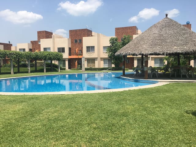 A WARM FAMILY PARADISE, 1.5 Hours from Mexico City