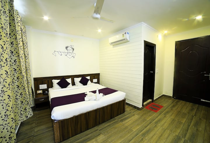 Affordable Modern Room @ Tapovan with Breakfast