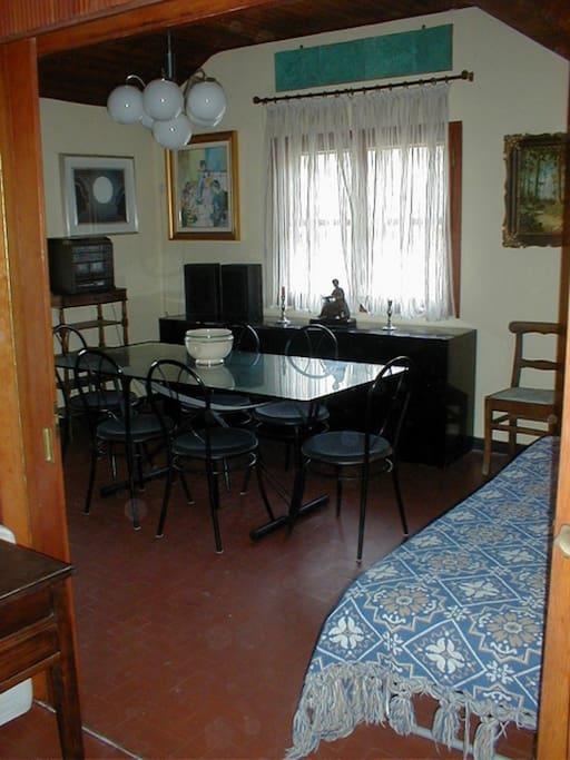 Sala pranzo richiudibile con 2 letti