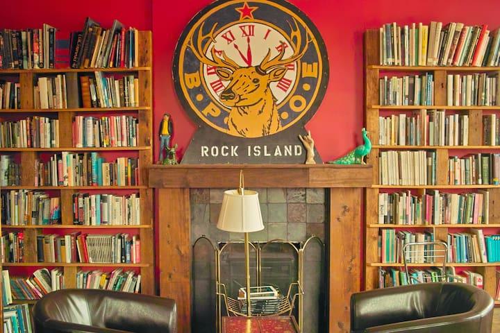 rozz-tox bunk room