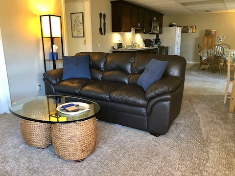 Private entry basement apartment/no cleaning fee