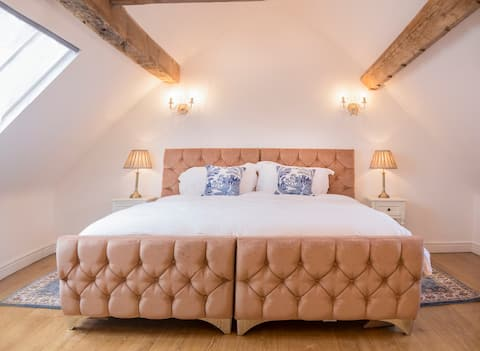 Beautiful historic country coach house in Staffs