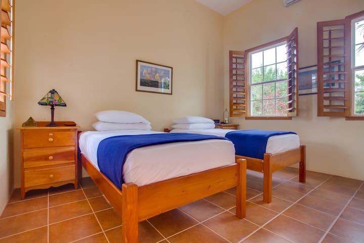 The Crimson Orchid Inn, Room 4