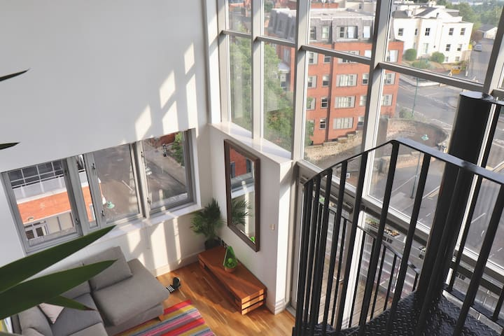 Centre Penthouse, Parking, Balcony & Castle View