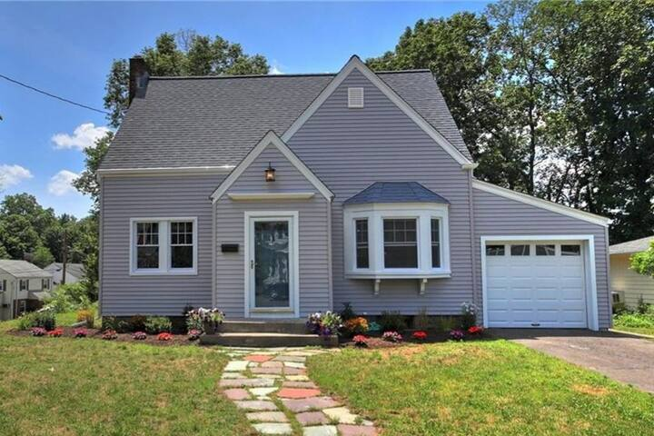 Beautiful Westville Home, 2.5 Miles from Yale