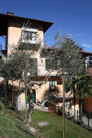 Lovely flat in a village above Lake Maggiore - Magognino - Apartemen