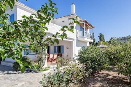Villa Atheatos in Glossa, Skopelos - Glossa - วิลล่า