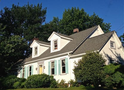 Charming room in country home, pet friendly. FR - Barnesville - 一軒家
