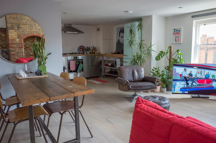 Beautiful warehouse-style flat in Victoria Park