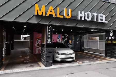 MALU HOTEL 마루호텔 (신관더블룸1호실)