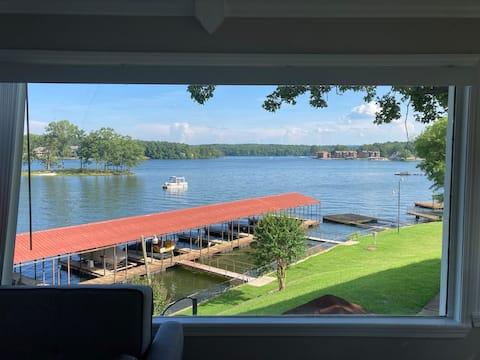 Studio condo on Lake Hamilton