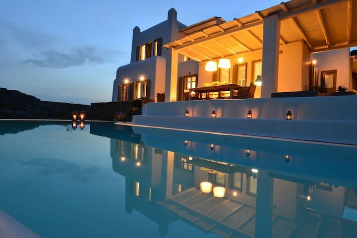 Villa Artisti by beautiful Agrari Beach
