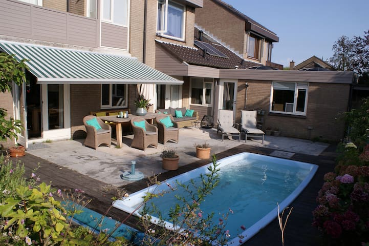 Stylish & cosy villa; beautiful quiet green area - Leidschendam - วิลล่า