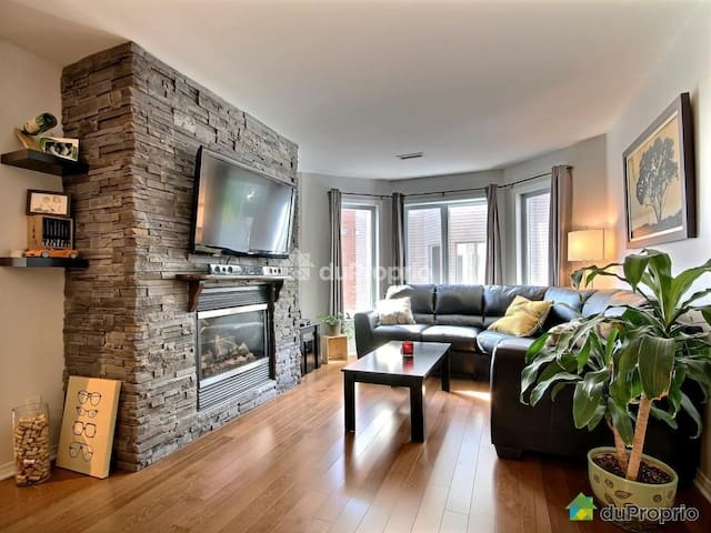 Beautiful condo 15min from Montreal
