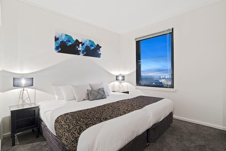 Premier 2 Bed/2 Bath free wifi, parking & foxtel
