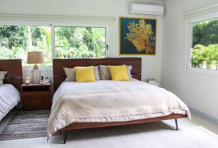 Luxury Double Suite w/BA, AC. Near Punta Uva